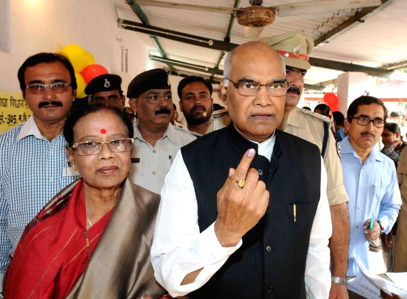 Bihar Governor Ram Nath Kovind with his wife show their finger marked with phosphorous ink after casting their vote during the third phase of Bihar assembly polls in Patna on Oct 28, 2015.