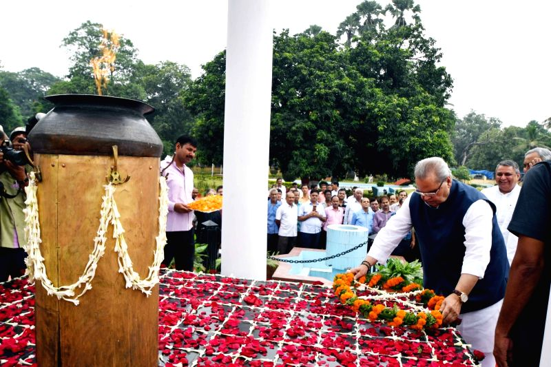 Bihar Governor Satya Pal Malik pay tribute on the occassion of 'Shaheed Diwas' in Patna on Aug 11, 2018. - Malik