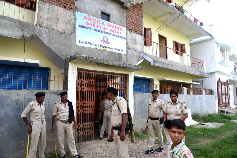 Bihar Police personnel raid Aaasra Home run by Bihar government under Rajiv Nagar Police station in Patna on Aug 10, 2018.