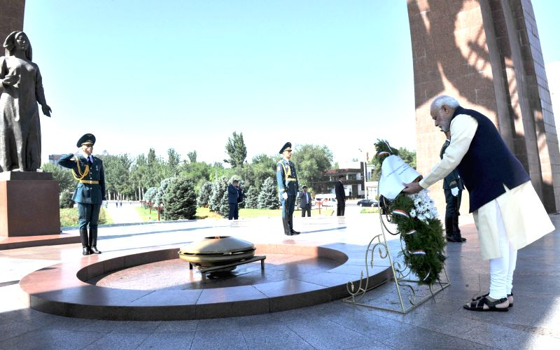 Bishkek (Kyrgyzstan): Prime Minister Narendra Modi lays wreath at Victory Monument, in Victory Square, Bishkek, Kyrgyzstan on July 12, 2015. - Narendra Modi