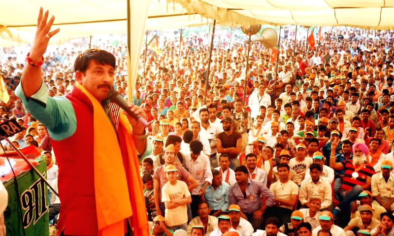 BJP candidate for upcoming 2014 Lok Sabha Election from North East Delhi parliamentary constituency, actor Manoj Tiwari campaigns for party's candidate for 2014 Lok Sabha Election from Amritsar, Arun