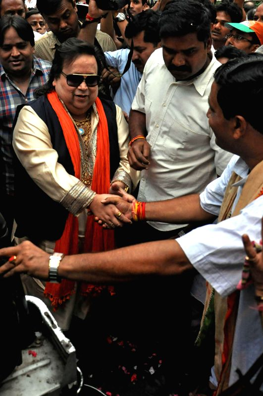 BJP candidate of Srirampur Parliamentary Constituency Bappi Lahiri with BJP North Kolkata Parliamentary Constituency candidate Rahul Sinha at a campaign during 2014 General Election in Kolkata on May