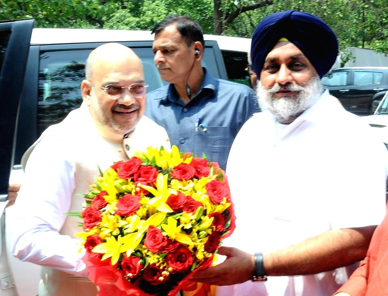 BJP chief Amit Shah being received by Shiromani Akali Dal President Sukhbir Singh Badal in Chandigarh, on June 7, 2018. - Amit Shah and Sukhbir Singh Badal