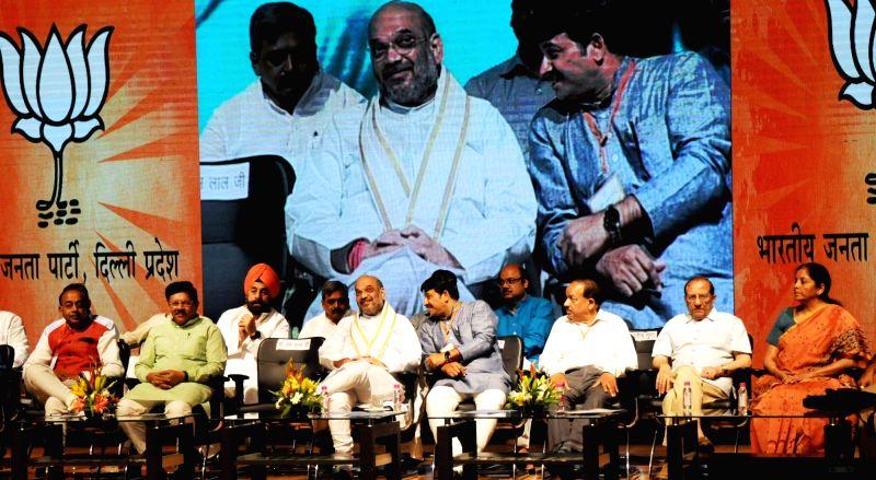 BJP chief Amit Shah with party leaders Manoj Tiwari, Vijay Goel, Harsh Vardhan, Nirmala Sitharaman, Vijay Malhotra and others during a programme organised to celebrate party's success in ... - Amit Shah and Vijay Malhotra