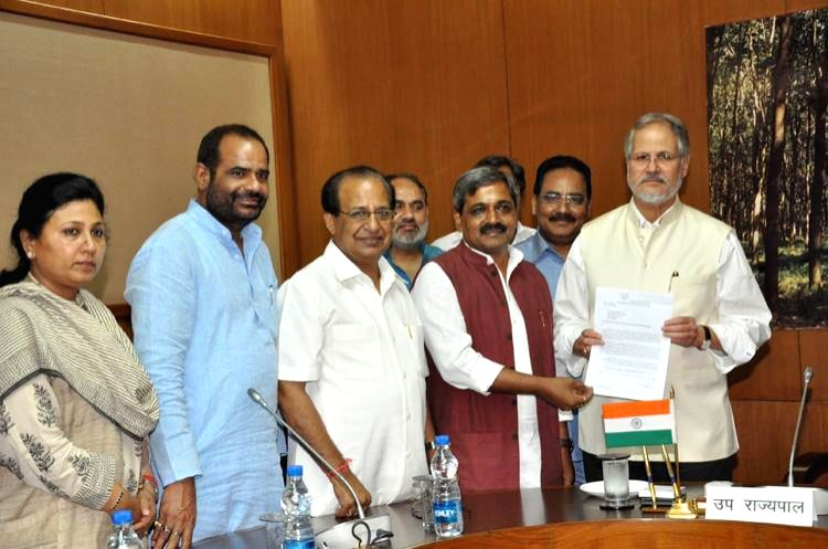 BJP Delhi President Satish Upadhyay and South Delhi MP Ramesh Bidhuri during a meeting with Delhi Lt Governor Najeeb Jung in New Delhi on August 1, 2014. - Satish Upadhyay