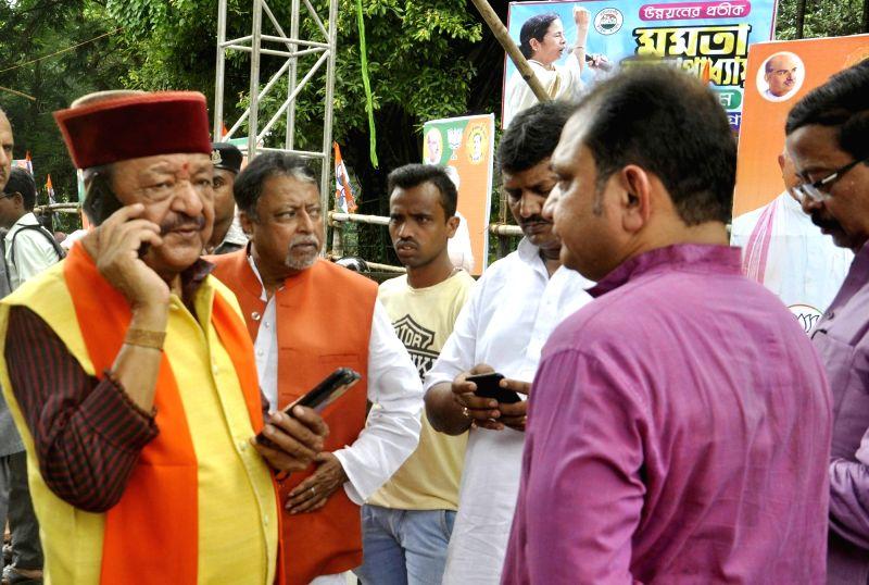 BJP General Secretary Kailash Vijayvargiya, BJP leader Mukul Roy with others inspect the preparation of BJP president Amit Shah's rally, in Kolkata, on Aug 10, 2018. - Mukul Roy and Amit Shah
