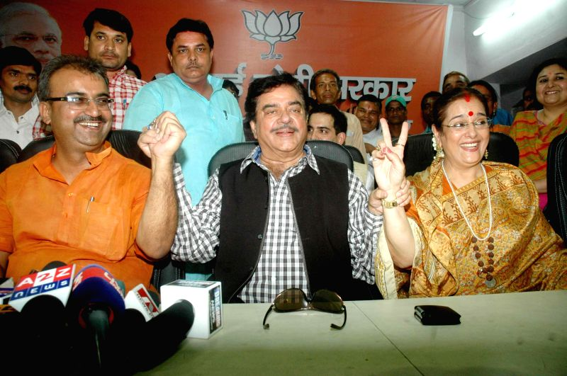 BJP leader and actor Shatrughan Sinha addresses a press conference with Poonam Sinha and Bihar BJP chief Mangal Pandey after winning Patna Sahib Lok Sabha seat in Patna on May 17, 2014. - Poonam Sinha and Mangal Pandey