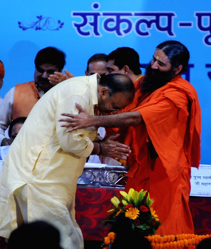 BJP leader Arun Jaitley with Yoga guru Ramdev during Sankalp Purty Mahotsav organised by Bharat Swabhiman Trust in New Delhi on May 18, 2014. - Arun Jaitley