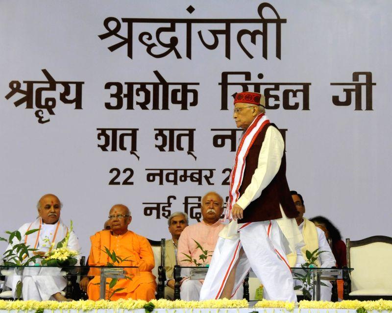 BJP leader Murli Manohar Joshi, VHP international working president Praveen Togadia, RSS chief Mohan Bhagwat and others during the condolence meet of late VHP leader Ashok Singhal in New ... - Murli Manohar Joshi