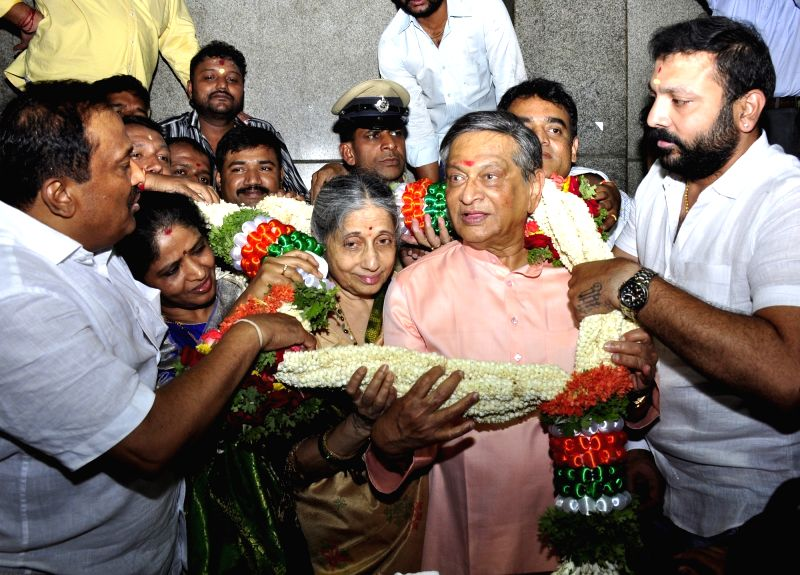 BJP leader S. M. Krishna being greeted by his supporters on his birth anniversary in Bengaluru on May 1, 2017.