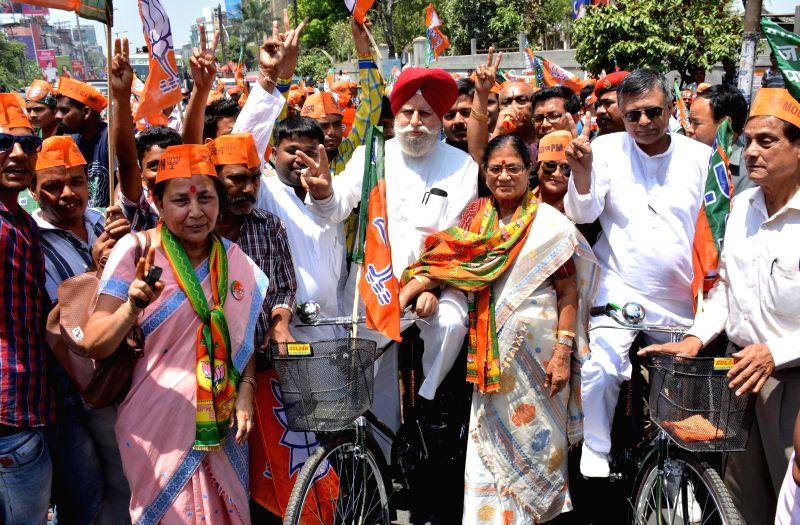 BJP leader S.S. Ahluwalia during an election campaign with BJP candidate for 2014 Lok Sabha Election from  Guwahati Lok Sabha seat Bijoya Chakraborty, in Guwahati on April 22, 2014. - Bijoya Chakraborty