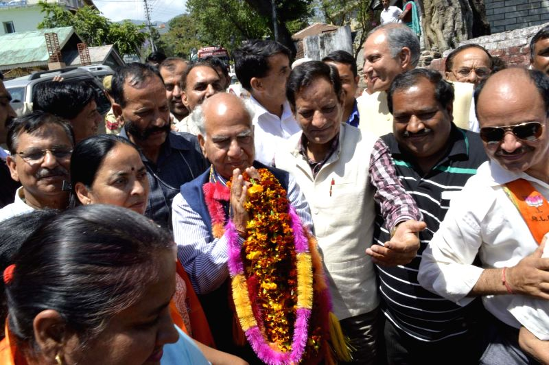 BJP leader Shanta Kumar after winning Kangra Lok Sabha seat on May 16, 2014.