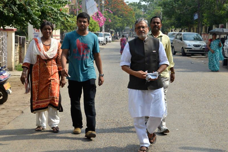 BJP leader Sushil Kumar Modi arrives to cast his vote at a polling booth during Patna Municipal Corporation elections on June 4, 2017. - Sushil Kumar Modi