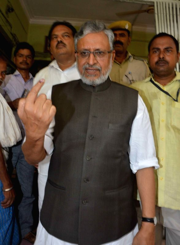 BJP leader Sushil Kumar Modi shows his forefinger marked with phosphorous ink after casting vote during Patna Municipal Corporation elections on June 4, 2017. - Sushil Kumar Modi
