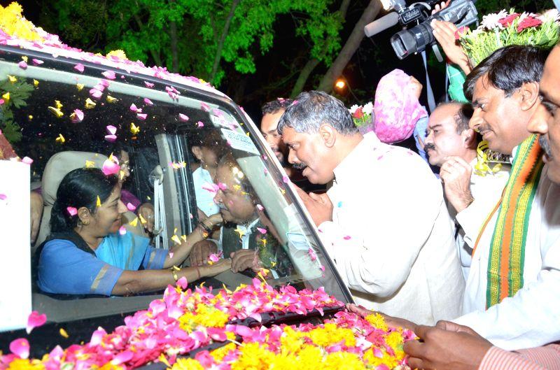 BJP leader Sushma Swaraj receives a grand welcome after winning Vidisha Lok Sabha seat of Madhya Pradesh in Bhopal on May 16, 2014.