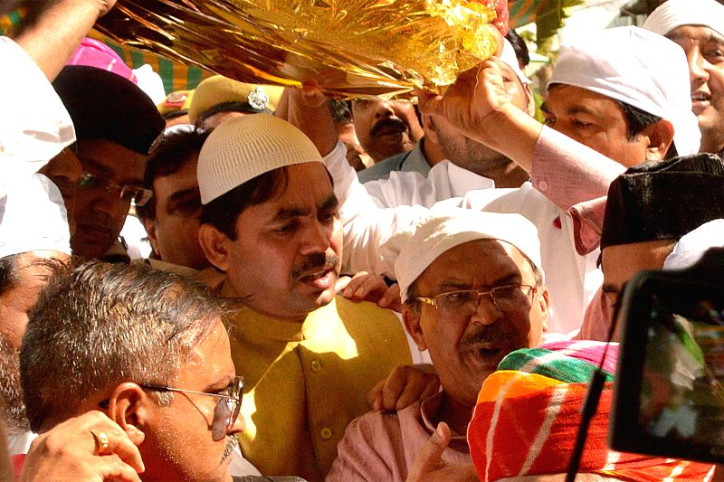 BJP leader Syed Shahnawaz Hussain arrives at the ​shrine of Khwaja Moinuddin Chishti with the `Chaadar` sent by Rajasthan Chief Minister Vasundhara Raje, in Ajmer on April 24, 2015. - Vasundhara Raje
