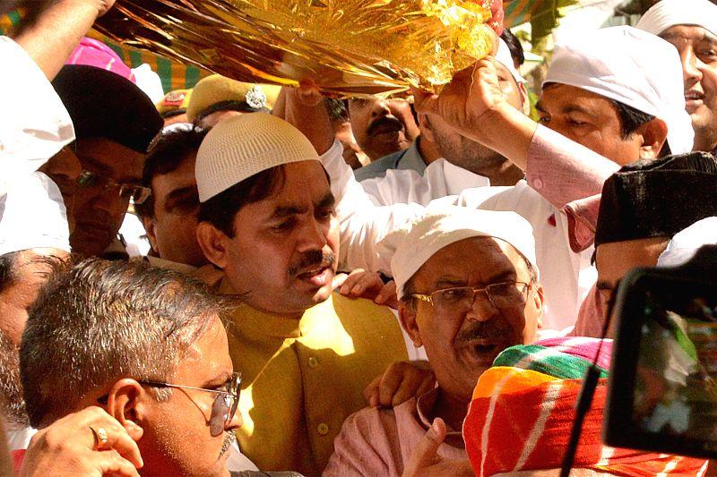 BJP leader Syed Shahnawaz Hussain arrives at the shrine of Khwaja Moinuddin Chishti with the `Chaadar` sent by Rajasthan Chief Minister Vasundhara Raje, in Ajmer on April 24, 2015. - Vasundhara Raje
