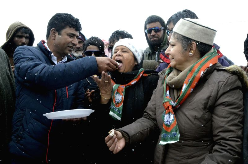 BJP leaders celebrate  party's foundation day in Gulmarg on April 6, 2016.