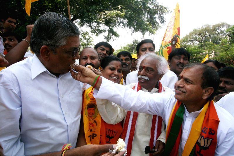 BJP leaders Chintala Ramachandra Reddy and Bandaru Dattatreya celebrate the birthday of Telugu Desam Party (TDP) president N. Chandrababu Naidu in Hyderabad on April 20, 2014. - Chintala Ramachandra Reddy