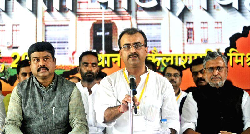 BJP leaders Dharmendra Pradhan, Mangal Pandey,  Sushil Kumar Modi and other party leaders during a Bihar BJP Working Committee meeting in Patna on July 20, 2014. - Mangal Pandey and Sushil Kumar Modi