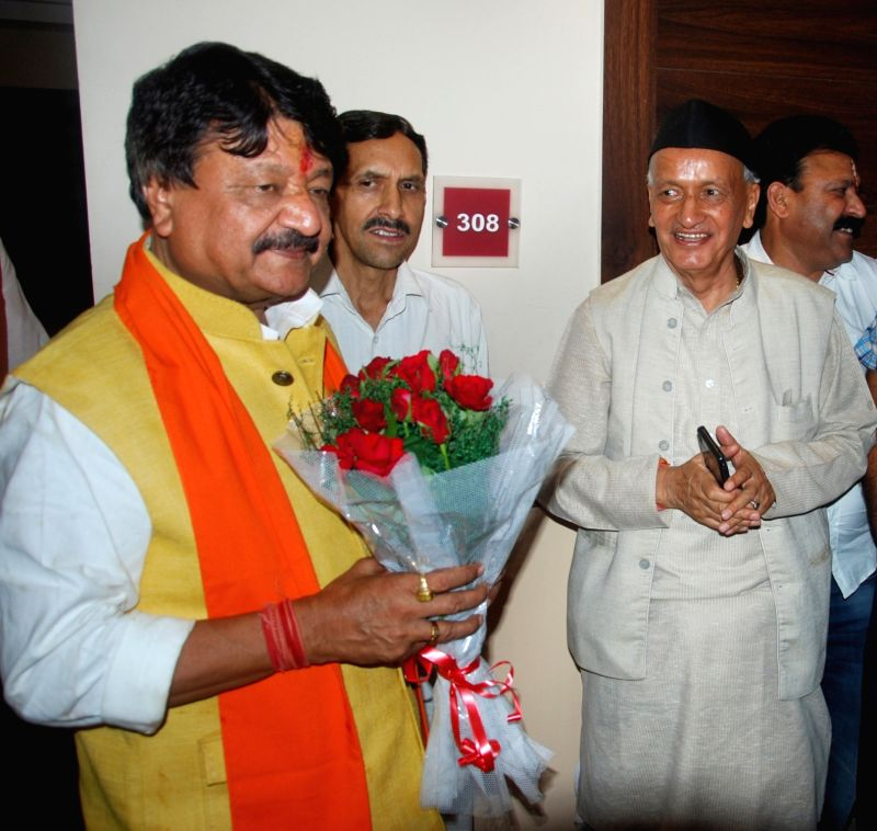 BJP leaders Kailash Vijayvargiya and Bhagat Singh Koshiyari during a meeting in Dehradun, on May 9, 2016. - Bhagat Singh Koshiyari