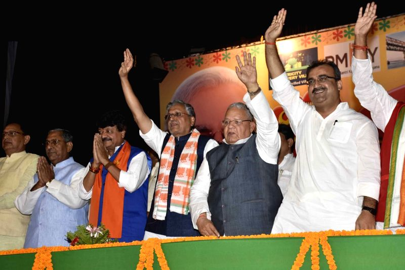 BJP leaders Kailash Vijayvargiya, Mangal Pandey, Sushil Kumar Modi and others during a programme organised to cerebrate two years of Modi government in Patna, on May 27, 2016. - Mangal Pandey and Sushil Kumar Modi