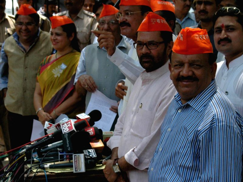 BJP leaders Meenakshi Lekhi, Vijay Kumar Malhotra, Venkaiah Naidu Mukhtar Abbas Naqvi and Harsh Vardhan address press during a demonstration against Election Commission in New Delhi on  May 8, 2014. - Venkaiah Naidu and Vijay Kumar Malhotra