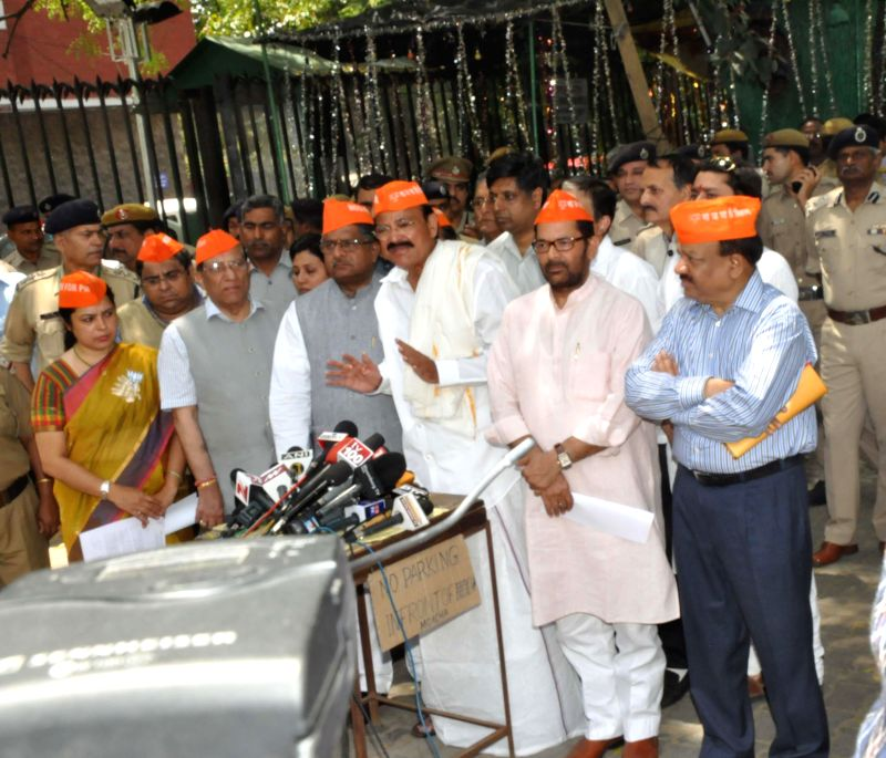 BJP leaders Meenakshi Lekhi, Vijay Kumar Malhotra, Ravi Shankar Prasad, Venkaiah Naidu Mukhtar Abbas Naqvi and Harsh Vardhan address press during a demonstration against Election Commission in New ... - Venkaiah Naidu and Vijay Kumar Malhotra