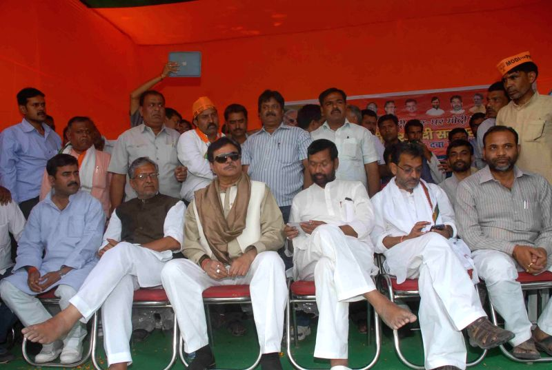 BJP leaders Sushil Kumar Modi,  Shatrughan Sinha and LJP leader Ram Vilas Paswan with others during a rally in Patna Sahib on April 14, 2014. - Sushil Kumar Modi and Shatrughan Sinha