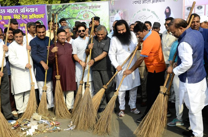 "BJP leaders Vijay Goyal, Manoj Tiwari, Gen. (Retd.) VK Singh and others participate in ""Clean Delhi Campaign"" on May 7, 2017. Also seen self styled godman Gurmeet Ram Rahim Singh"
