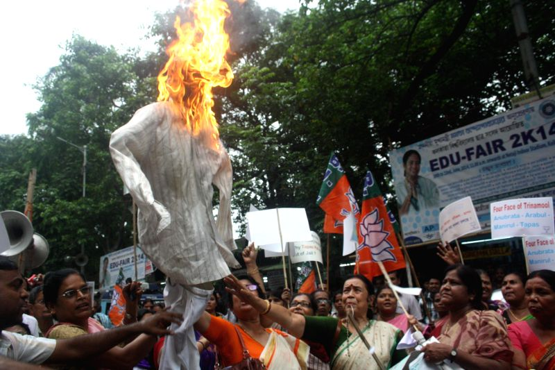"BJP Mahila Morcha workers burn effigy of Krishnanagar MP and Trinamool Congress leader Tapas Paul who was caught on a video threatening to gun down his Marxist rivals and ""unleash his boys for .."