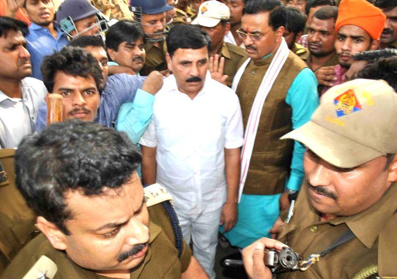 BJP MPs Keshva Prasad Maurya and Vinod Kumar Sonkar who were not allowed to enter the University Of Allahabad on Nov 20, 2015. - Vinod Kumar Sonkar