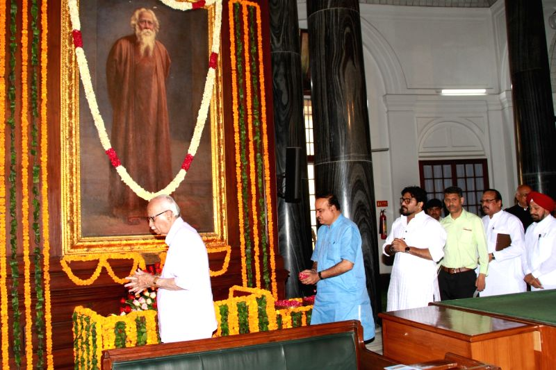 BJP MPs LK Advani, Babul Supriyo and Ananth Kumar pay tribute to Rabindranath Tagore on his birth anniversary at the Central Hall of Parliament House on May 8, 2017. - Ananth Kumar