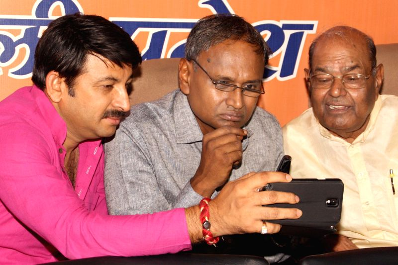 BJP MPs Manoj Tiwari and Udit Raj during a programme at BJP office in New Delhi on July 12, 2014.