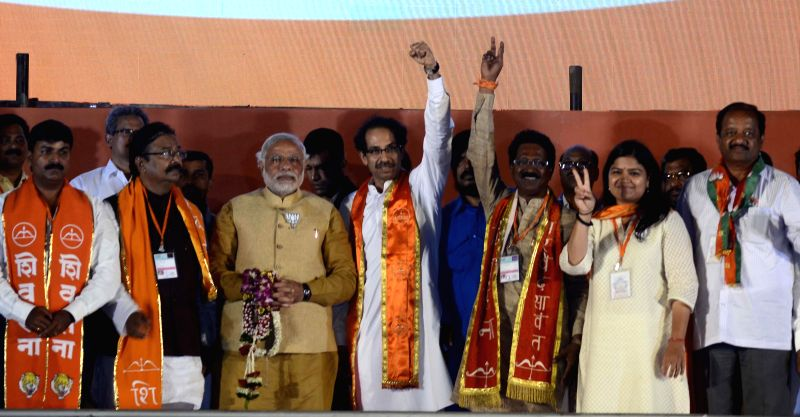 BJP Prime Ministerial candidate and Gujarat Chief Minister Narendra Modi with Shiv Sena president Uddhav Thackeray, RPI leader Ramdas Athalve, BJP`s candidate for upcoming 2014 General Election from . - Poonam Mahajan