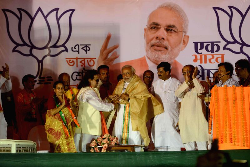 BJP Prime Ministerial candidate and Gujarat Chief Minister Narendra Modi with music director Bappi Lahiri who is party's candidate from Srirampur, West  Bengal BJP chief Rahul Sinha and others during - Rahul Sinha