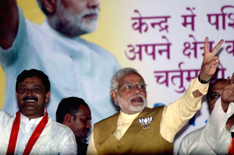 BJP Prime Ministerial candidate and Gujarat Chief Minister Narendra Modi and West Bengal BJP chief Rahul Sinha during an election campaign in Kolkata on May 7, 2014. - Rahul Sinha