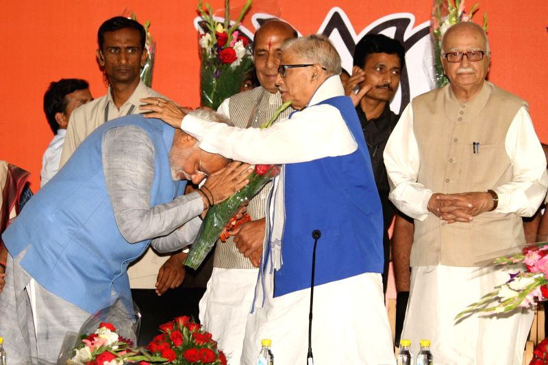 BJP Prime Ministerial candidate Narendra Modi seeks blessings from party veteran Murli Manohar Joshi during a press conference in New Delhi on May 17, 2014. - Narendra Modi and Murli Manohar Joshi