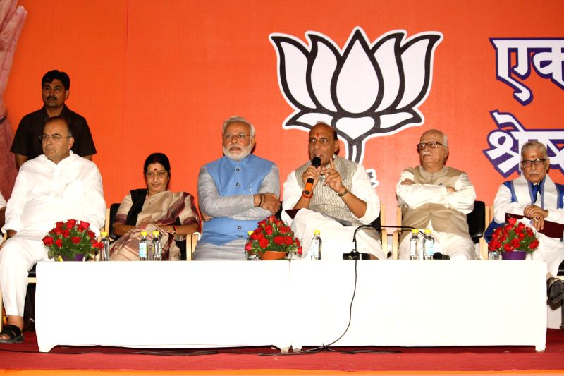 BJP Prime Ministerial candidate Narendra Modi with party president Rajnath Singh and party leaders Arun Jaitley, Sushma Swaraj, L K Advani and Murli Manohar Joshi during a press conference in New ... - Narendra Modi, Sushma Swaraj, Rajnath Singh, Arun Jaitley, L K Advani and Murli Manohar Joshi
