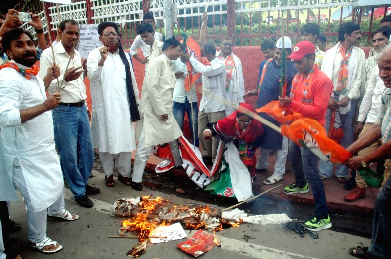 BJP workers burn an effigy of Pakistan's Prime Minister Nawaz Sharif in Patna on July 27, 2016. - Nawaz Sharif