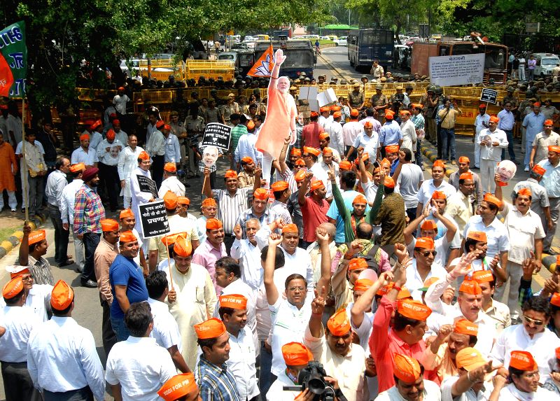 BJP workers demonstrate against Election Commission in New Delhi on May 8, 2014.