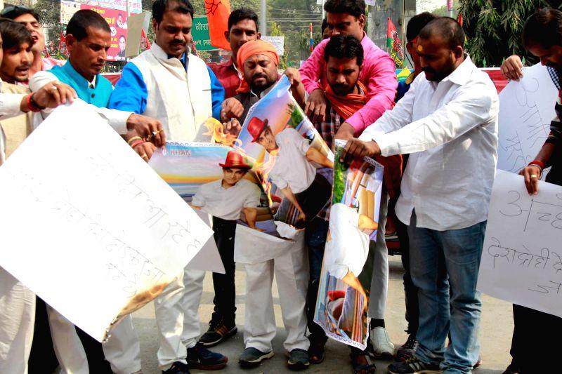 BJP workers` demonstration against Aamir Khan`s remark on intolerance in Allahabad on Nov. 24, 2015.