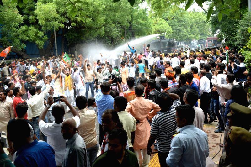 BJP workers led by Delhi BJP chief Manoj Tiwari stage a demonstration outside Chief Minister Arvind Kejriwal's residence in New Delhi on June 8, 2017. - Arvind Kejriwal