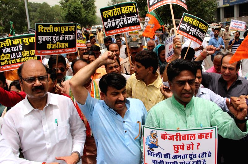 BJP workers led by Delhi BJP chief Manoj Tiwari stage a demonstration outside Delhi Chief Minister Arvind Kejriwal's office in New Delhi, on June 13, 2018. - Arvind Kejriwal