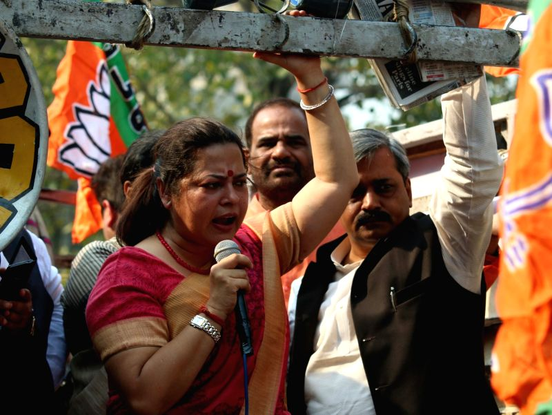 BJP workers led by Delhi BJP chief Satish Upadhyay and Meenakshi Lekhi stage a demonstration outside Delhi Chief Minister Arvind Kejriwal's residence in New Delhi, on Nov 24, 2015. - Arvind Kejriwal and Satish Upadhyay
