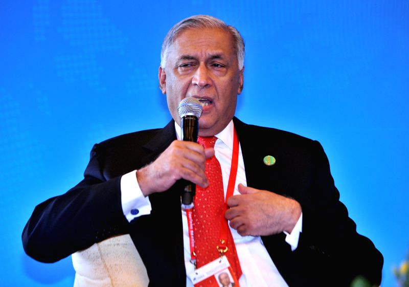 """Former Prime Minister of Pakistan Shaukat Aziz speaks at the luncheon with the theme of """"Brainstorming: Rethinking Global Governance"""" during the 2015 Boao ..."""