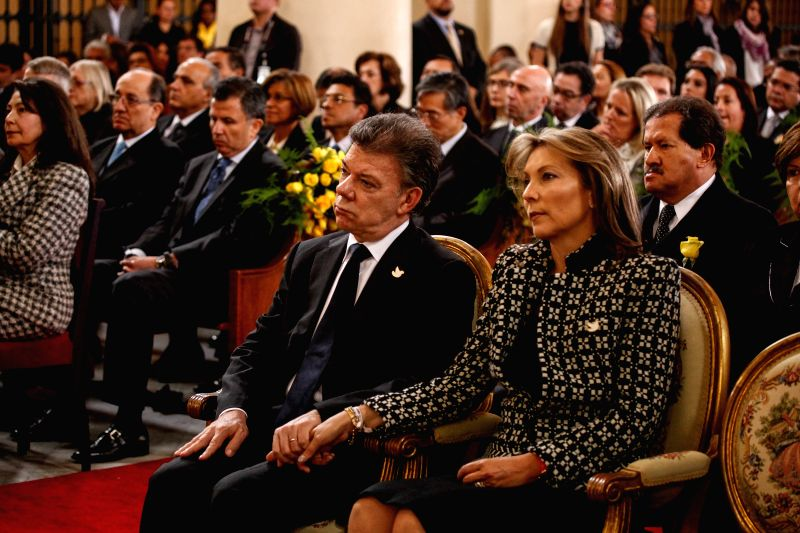 Colombian President Juan Manuel Santos (2nd R) and his wife Maria Clemencia de Santos (1st R) attend the mass in homage to the late Latin American writer Gabriel ...