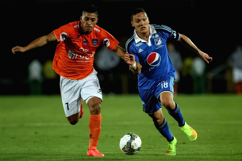 Javier Reina (R) of Millonarios of Colombia vies for the ball with Daniel Chavez (L), of Cesar Vallejo of Peru, during their match of the South American Cup, in ...