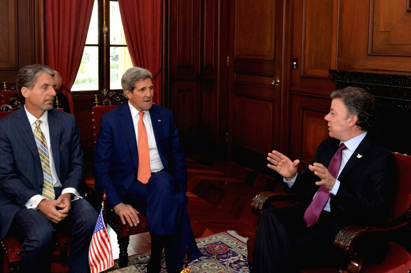 Image provided by Colombia's Presidency shows Colombian President Juan Manuel Santos (R) meeting with U.S. Secretary of State John Kerry (C) in the Casa de Narino, ..