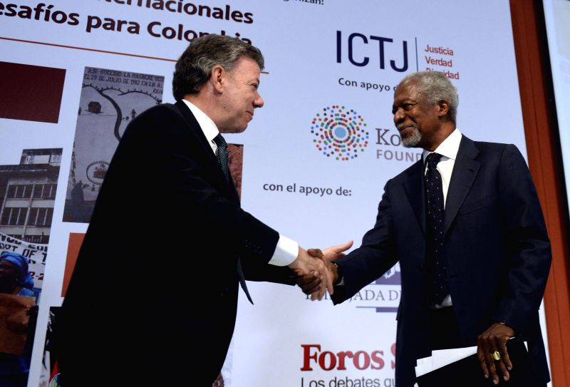 Image provided by Colombia's Presidency shows Colombian President Juan Manuel Santos (L) shaking hands with former United Nations Secretary General Kofi Annan during ...